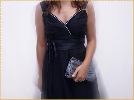 vestido de fiesta negro customizado de escote corazón