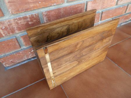revistero de madera estropeado